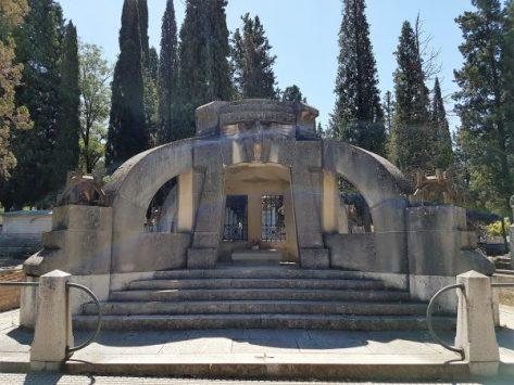 Mausoleo Pi y Margall en el cementerio Civil